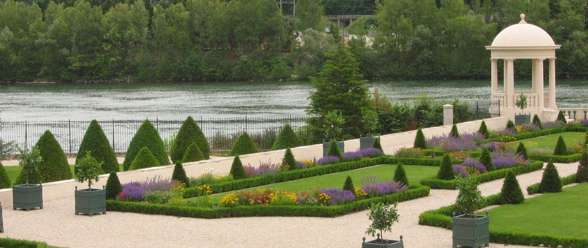 Jardin en terrasse sur le Rhône