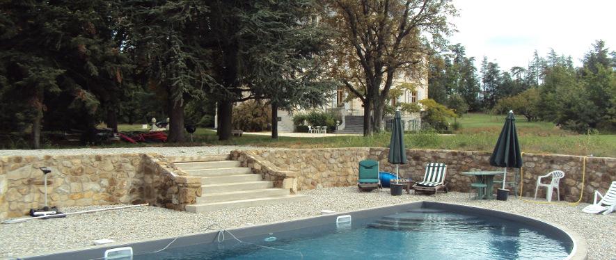 Création d'une piscine dans un parc paysager (Ardèche)